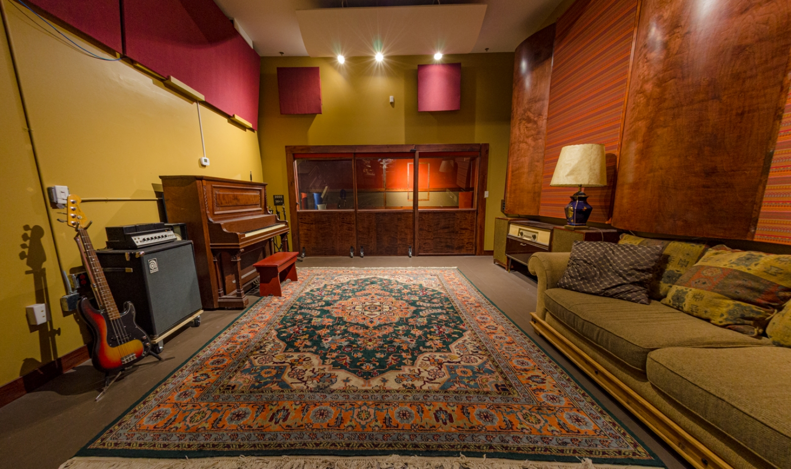 Lounges-and-Studio-B-6